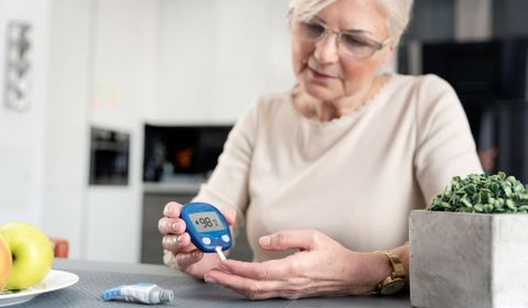 persona mayor diabética
